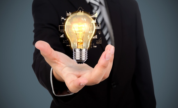 businessman-with-a-light-bulb-in-his-hand_1232-891